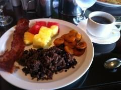 cafe con leche, bacon, gallo pinto, pineaple and plantains.